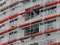 Nešťastie na stavbe: Robotník spadol z veľkej výšky, boj o život