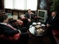 Stretnutie s ministrom kultúry prebehlo až v pondelok a zdá sa, že šéf rezortu sa na príchod premiéra dôsledne pripravil. Stolík zaplnili sladké koláče a štrúdľa.