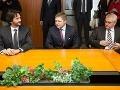 Zdá sa, že na ministerstve vnútra si občerstvenie pre premiéra šetrili mimo dohľadu novinárov. Prázdny stôl tak vyznel akosi rozpačito. Podobne to dopadlo aj na ministerstve školstva.