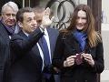 Carla Bruni počas víkendových volieb šokovala botoxovou tvárou po boku Nicolasa Sarközyho.