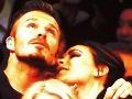 Beckhamovská idylka: Victoria žobroní o bozk – a David ju ignoruje!