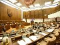 Poslancov čaká posledných osem návrhov
