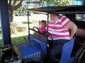 Trapas 200-kilovej ženy: Zasekla sa vo vozíku na kolotočoch!