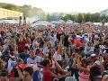 Fanúšikovia na Námestí slobody v Banskej Bystrici pri sledovaní finále medzi Slovenskom a Ruskom.