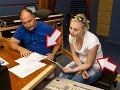 Ivanna pri nahrávaní piesne so svojim koučom. Blondínke sa zaguľacuje bruško podobne ako Michalovi Davidovi.