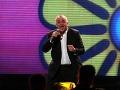 Spevák Jožo Ráž mal veselú náladu, pri vystúpení si aj zatancoval.