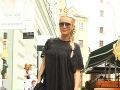 Simona Krainová ukázala rastúce bruško a odhalené nohy.