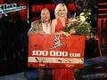 Ivanna Bagová zvíťazila v Hlase Česko Slovenska. Na zábere so svojím koučom Michalom Davidom.