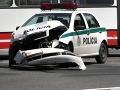 Na Trnavskej sa zrazili policajti so zapnutým majákom