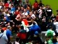 Euro sa začalo násilím: Bitka na štadióne a smrť fanúšika!