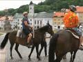 Marián Miezga na koni, ktorý ho neskôr zhodil.