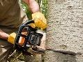 Lesného robotníka zasiahol padajúci strom, zasahoval vrtuľník