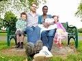 Najvyšší pár sveta: Majú bábätko, nosí oblečenie pre trojročných!