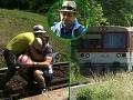 Marián Miezga sa rozhodol trucovať na koľajniciach. A za chrbtom sa mu objavil vlak. Zachraňoval ho kolega Juraj Kemka.