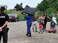 Deložovanie neplatičov v Prešove: 20 ľudí žilo v dvoch bytoch načierno