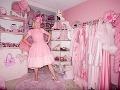 Ružová posadnutosť: Má 48, ale jej dom vyzerá ako pre Barbie!