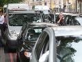 Novinka v povinnej výbave: Auto bude musieť vedieť brzdiť samo!