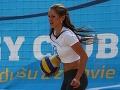 Nikola Weiterová počas turanaja v plážovom volejbale.