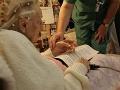 Neskutočný príbeh dvoch babičiek: Nemka sa vo svojich 91 rokoch stala mamou