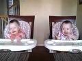 Roztomilé VIDEO: Ročné dvojičky trsajú na ockovu hru na gitare