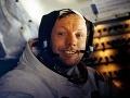 Pozostatky Neila Armstronga pochovali do oceánu