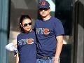 Ashton Kutcher a Mila Kunis sa na romantickú prechádzku obliekli úplne rovnako.