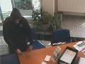 Prepad banky v Leopoldove: Polícia pátra po maskovanom lupičovi