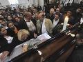 Veľkolepý pohreb rómskeho kráľa zo Slovenska: Alkohol, peniaze a karty do rakvy!