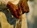 Alkohol úradoval v Zalužiciach: Žena pichla na návšteve hostiteľa nožom