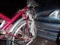Cyklista (19) zostal po zrážke s autom v bezvedomí