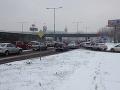 Bratislavské cesty pokryl sneh: Dopravný kolaps a kolóny takmer v celom meste