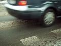 Pozor na cestách: Šoférovanie vám bude sťažovať poľadovica a hmla