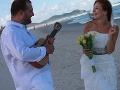 Ivan Tásler a Anna Onderková sa vzali vo februári 2012 na pláži.
