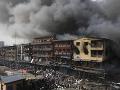 Obrovský výbuch skladu s pyrotechnikou: Ľudia hromadne skákali z okien!