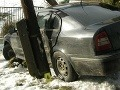 Dievčina (21) sadla za volant opitá, nabúrala do stĺpa aj plota