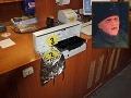 Prepad benzínky ako z hororu: Maska zjazvenej tváre a kuchynský nôž v ruke!