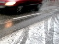 Vodiči, zbystrite: Cesty nie sú bezpečné, pozor na snehové jazyky a záveje