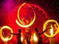 Tanečno-akrobatická show Argolla 5. element. Predstavenie tvorí tím 30 umelcov - akrobati, tanečníci, herci, speváčky a hudobník Maok.