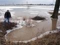 Výdatné dažde v Milhostove: Voda opäť zaplavuje polia a ničí plodiny