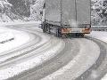 Diaľnicu do Maďarska uzatvorili: Kamióny odstavujú pred priechodom Rajka