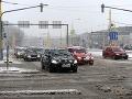 Za volantom budte opatrní: Cesty sú prevažne mokré alebo zasnežené