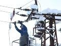 Následky snehovej kalamity: Bez elektriny je stále vyše 2 300 odberateľov!