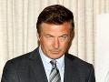Alecovi Baldwinovi praskli nervy: Uškrtím ťa, kričal na reportérku!