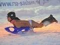 VIDEO Sánkarky hore bez: Dievčatá ukázali na svahu prsia a chutné zadočky!
