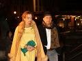 Manželia Monika a Fedor Flašíkovci. Podnikateľ zvolil ako doplnok klobúčik. Na nohy hodil čižmy.