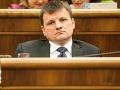 Hlina informoval Kaliňáka o incidente pri pokuse zastaviť extrémistov