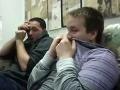 Mladíci sledovali VIDEO z pôrodu: Ich reakcie stoja za to!