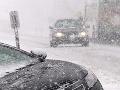 Mladík (21) zaparkoval BMW ako nikto: V snehovom záveji a na streche!
