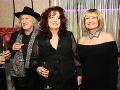 Manželia Jakubiskovci sa začiatkom týždňa zabávali na Jozefovskej párty. Na fotografii sú s manželkou usporiadateľa Jožka Oklamčáka - Ankou.