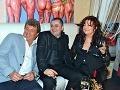Atmosféru Jozefovskej párty si pochvaľoval aj podnikateľ Marián Kubanek v spoločnosti  s exguvernérom NB SR Vladimírom Masarom  a Deanou Jakubiskovou.